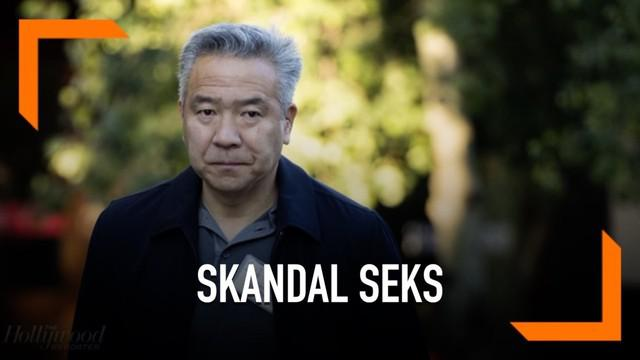 Akibat memiliki skandal seks dengan seorang artis, bos Warner Bros bernama Kevin Tsujihara muncur dari jabatannya.