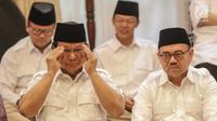 Ketua Umum Partai Gerindra Prabowo Subianto (kiri) didampingi Sudirman Said saat pengumuman calon Gubernur Jawa Tengah di Rumah Kertanegara, Jakarta, Rabu (13/12). (Liputan6.com/Faizal Fanani)