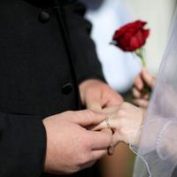Bukan hanya soal cinta dan kemapanan, banyak hal yang harus dipertimbangkan saat kamu memutuskan sudah siap menikah dan berumah tangga. (Foto: static.independent.co.uk)