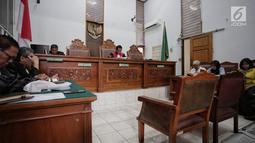 Suasana sidang lanjutan praperadilan yang diajukan mantan Ketua Umum PPP Romahurmuziy  di PN Jakarta Selatan, Jakarta, Selasa (14/5). Pembacaan putusan dilakukan setelah sebelumnya Romahurmuziy  melalui kuasa hukumnya Maqdir Ismail mencabut gugatan praperadilan. (Liputan6.com/Faizal Fanani)