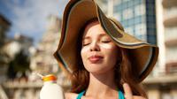 Pemakaian Sunscreen / Sumber: iStockphoto