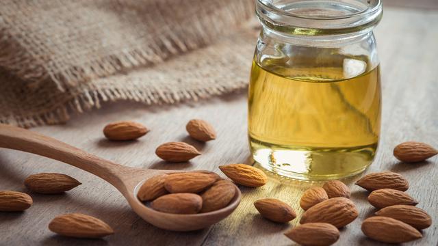 Manfaat Minyak Almond untuk Kecantikan Kulit (Amarita/Shutterstock)
