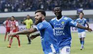 Bek Persib Bandung, Bojan Malisic, melakukan selebrasi usai membobol gawang Arema FC pada laga Liga 1 di Stadion GBLA, Jawa Barat, Kamis (13/9/2018). Persib menang 2-0 atas Arema FC. (Bola.com/M Iqbal Ichsan)
