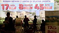 Pengunjung melihat maket rumah di pameran Indonesia Property Expo (IPEX) 2017 di JCC, Senayan, Jakarta, Jumat (11/8). Pameran properti tahunan ini menghadirkan hampir 900 proyek perumahan. (Liputan6.com/Angga Yuniar)