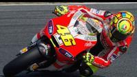 Valentino Rossi saat membela Ducati pada 2011-2012. (Youtube)