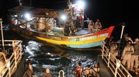 Badan Keamanan Laut (Bakamla) RI kembali menangkap Kapal Ikan Asing (KIA) asal Vietnam karena dicurigai melakukan penangkapan ikan ilegal (illegal fishing)  di perairan Natuna Utara, Kepulauan Riau, Sabtu (12/12/2020). (Dok Bakamla RI)