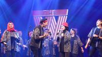 Rakornas Pariwisata ke-1 2019 ditutup dengan kontes menyanyi yang diikuti para pejabat Kemenpaar. foto: istimewa