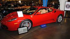 Sebuah mobil Ferrari F430 yang pernah menjadi milik Presiden Donald Trump dipamerkan oleh Auctions America di Florida, 31 Maret 2017. Mobil yang dilelang pada 1 April kemarin itu terjual seharga 270.000 dolar AS atau sekitar Rp3,6 miliar (LEILA MACOR/AFP)