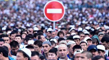 20160705-Salat Idul Fitri, Muslim Rusia Padati Jalanan Kota Moskow-Rusia
