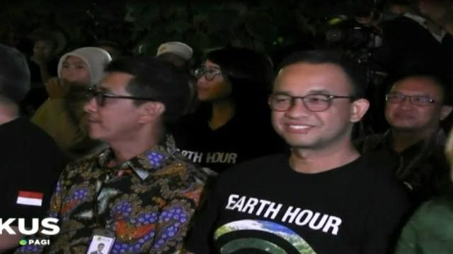 Pemerintah Provinsi DKI  memadamkan listrik di Balai Kota  selama satu jam sebagai simbol mendukung penghematan energi di dunia. Kemudian pemadaman listrik berlangsung juga di Stadion Utama Gelora Bung Karno.