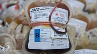 Kantong darah di Unit Transfusi Darah (UTD) PMI Provinsi DKI Jakarta, Kamis (28/1). (Liputan6.com/Gempur M Surya)