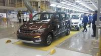 Wuling Confero S menjadi model pertama yang diproduksi di pabrik Cikarang, Jawa Barat. (Amal/Liputan6.com)