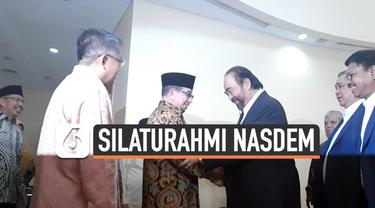 Presiden Partai Keadilan Sejahtera (PKS) Sohibul Iman menyambut kedatangan Ketua Umum Partai NasDem Surya Paloh di Markas DPP PKS, Jakarta Selatan.