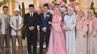 Ridwan Kamil ketika menghadiri pesta resepsi pernikahan putri Aa Gym, Ghefira Nur Fatimah. (dok. Instagram @ridwankamil/https://www.instagram.com/p/BzCdLi5gGBj/Putu Elmira)