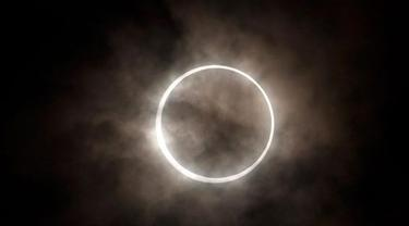 Ilustrasi Gerhana Matahari Cincin.