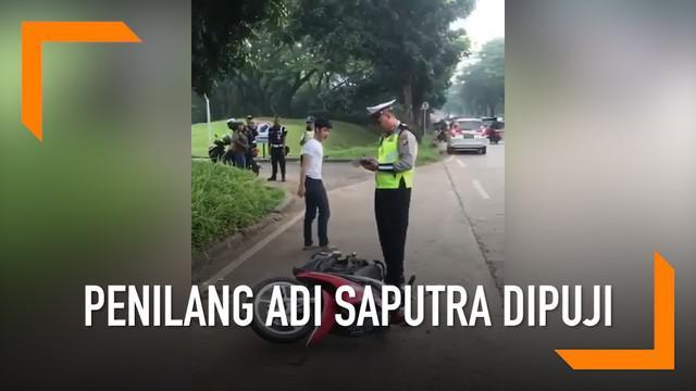 Sosok polisi yang menilang Adi Saputra dipuji Mabes Polri lantaran bersikap tenang dan profesional.