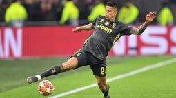 2. Joao Cancelo (Bek Kanan) - Dari Juventus ke Manchester City dengan harga 65 juta euro. (AFP/Emmanuel Dunand)