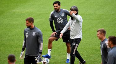Pemain Timnas Jerman mengikuti sesi latihan jelang berlaga di UEFA Nations League di Stuttgart, Jerman, Rabu (3/9/2020). Jerman akan berhadapan dengan Spanyol. (AFP/Thomas Kienzle)