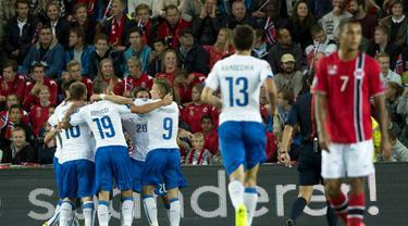 Timnas Italia sukses menumbangkan Norwegia 2-0 di laga kualifikasi Piala Eropa grup H 2016 di Stadion Ullevaal, Oslo, (10/9/2014). (AFP PHOTO/Fredrik Varfjell)