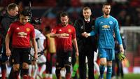 Manchester United takluk 0-2 dari Paris Saint-Germain pada leg pertama 16 besar Liga Champions 2018-2019, di Old Trafford, Selasa (12/2/2019). (AFP/Paul Ellis)