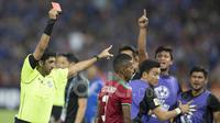 Pemain Timnas Indonesia, M. Abduh Lestaluhu, mendapat kartu merah saat melawan Thailand dalam laga leg kedua final Piala AFF di Stadion Rajamangala, Bangkok, Thailand, Sabtu (17/12/2016). (Bola.com/Vitalis Yogi Trisna)