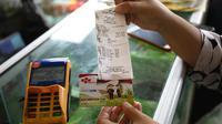 Kartu Tani dimanfaatkan untuk membeli pupuk dengan harga subsidi dengan kuota tertentu.