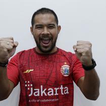 Pemain Persija Jakarta, Andritany Ardhiyasa, berpose di Kantor KLY, Gondangdia, Jumat (26/6/2020). Andritany berhasil menjadi juara BOLA Esports Challenge setelah mengalahkan Rizky Darmawan dengan skor 8-0. (Bola.com/M Iqbal Ichsan)