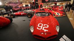 Mobil-mobil Ferrari klasik saat dipamerkan dalam peresmian pameran Ferrari di Monako (3/12). Sekitar lima puluh mobil ferrari unik klasik di dunia ini dipamerkan di acara tersebut. (AFP Photo/Valery Hache)