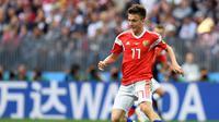 Gelandang Rusia di Piala Dunia 2018, Aleksandr Golovin. (Patrik STOLLARZ / AFP).
