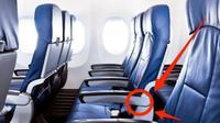 Tombol rahasia di sandaran tangan kursi lorong (aisle) dalam pesawat terbang bisa memberikan kelegaan tambahan. (Sumber Shutterstock)