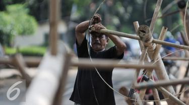 20160809- Pedagang Pohon Pinang Mulai Marak-Jakarta- Yoppy Renato