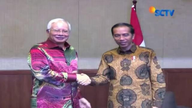 Presiden Joko Widodo atau Jokowi bertemu dengan Perdana Menteri Malaysia Mohamad Najib di Kota Kuching, Serawak, Malaysia.