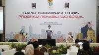 Menteri Sosial RI, Tri Rismaharini saat membuka Rapat Koordinasi Teknis (Rakornis) Program Rehsos di Gedung Aneka Bhakti II, Bekasi, Kamis (25/3/2021).