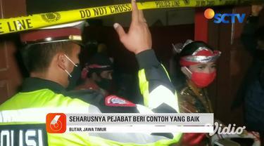 Kapolres Blitar, Jawa Timur secara langsung membubarkan pertunjukan wayang kulit yang digelar oleh Camat Talun, karena mengabaikan protokol kesehatan dalam kerumunan massa serta tidak berizin. Kemudian, kafe tersebut langsung ditutup dan dipasangi ga...