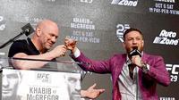 Presiden UFC Dana White dan Conor McGregor. (AFP/Steven Ryan)