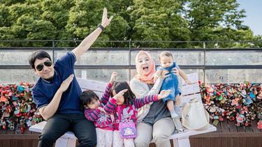 [Fimela] Liburan Keluarga Desta dan Natasha Rizky di Korea