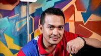 Fadlan, lahir di Jakarta, 5 Juni 1977, adalah seorang selebriti dan presenter berkebangsaan Indonesia.