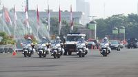Presiden Jokowi akan dikawal dengan sejumlah kendaraan, berikut personil Paspampres bersenjata lengkap.