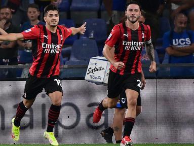Pemain AC Milan Brahim Diaz (kiri) melakukan selebrasi usai mencetak gol ke gawang Sampdoria pada pertandingan Serie A di Stadion Luigi Ferraris, Genova, Italia, 23 Agustus 2021. AC Milan menang 1-0. (MIGUEL MEDINA/AFP)
