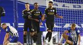 Para pemain Manchester City merayakan gol yang dicetak oleh Raheem Sterling ke gawang Brighton and Hove Albion pada laga Premier League di Stadion Falmer, Sabtu (11/7/2020). Manchester City menang 5-0. (Cath Ivill/Pool via AP)