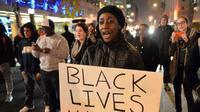 Aksi unjuk rasa oleh warga Minneapolis atas kematian George Floyd, pria kulit hitam yang meninggal akibat ulah polisi AS. (Twitter: @kmohanty99)