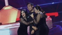 Pemain Arema FC, Hamka Hamzah, menjadi pembawa acara pada Indonesian Soccer Awards 2019 di Studio Indosiar, Jakarta, Jumat (10/12). Acara ini diadakan oleh Indosiar bersama APPI. (Bola.com/M Iqbal Ichsan)