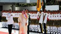 Raja Salman dari Arab Saudi tiba di Malaysia dalam kunjungan pertama ke negara Asia. (AP)