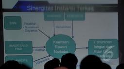 "Sebuah slide ditampilkan pada rapat kerja antara BNN dengan instansi terkait dengan tema ""Gerakan Rehabilitasi 100.000 Penyalah Guna Narkoba"", Jakarta, Kamis (5/1/2015). (Liputan6.com/Johan Tallo)"