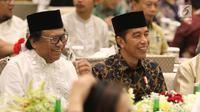 Presiden Joko Widodo (tengah), Ketua DPD RI Oesman Sapta Odang saat buka bersama di kediaman Oesman Sapta Odang (OSO) jalan Karang Asem Utara, Kuningan, Jakarta, Kamis (31/5). (Liputan6.com/Johan Tallo)