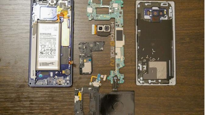 Penampakan Galaxy Note 9 saat dibongkar (Foto: GSM Arena)
