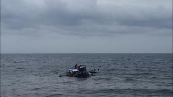 Detik-Detik Mengerikan Perahu Nelayan Ditabrak Kapal Kargo, 2 Orang Hilang