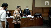 Terdakwa kasus dugaan suap penghapusan red notice Joko Tjandra, Irjen Pol Napoleon Bonaparte saat menjalani sidang lanjutan di Pengadilan Tipikor, Jakarta, Senin (9/11/2020). Sidang beragendakan pembacaan eksepsi atau nota keberatan yang dibacakan kuasa hukum terdakwa. (Liputan6.com/Faizal Fanani)