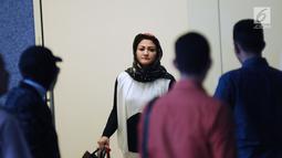 Istri Setya Novanto, Deisti Astriani Tagor (hadap lensa) usai menjalani pemeriksaan KPK, Jakarta, Senin (22/1). Deisti diperiksa terkait kasus dugaan merintangi penyidikan perkara e-KTP dengan tersangka Fredrich Yunadi. (Liputan6.com/Helmi Fithriansyah)