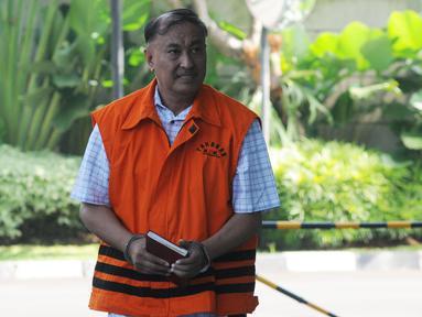 Anggota Komisi VIII DPR Fraksi Golkar nonaktif Markus Nari tiba di Gedung KPK, Jakarta, Jumat (3/5/2019). Markus Nari diperiksa untuk pelengkapan berkas terkait kasus dugaan korupsi proyek pengadaan e-KTP. (merdeka.com/Dwi Narwoko)